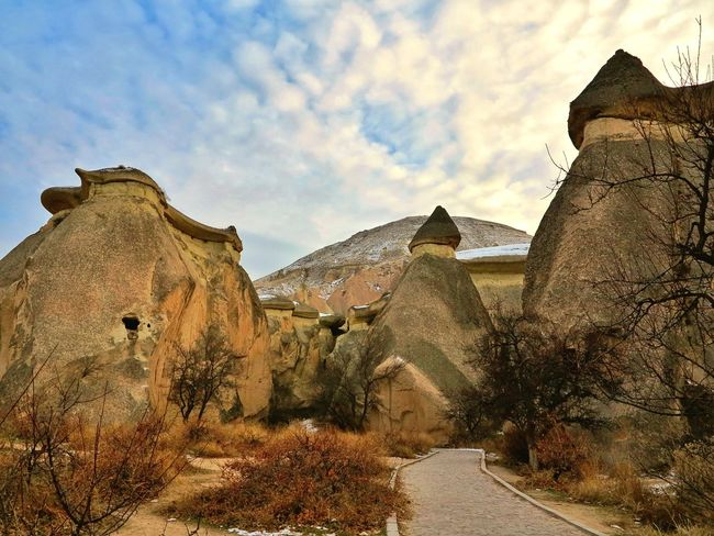 Travel Destinations Snow ❄ Capadocia No People Outdoors Fairy Chimneys Snow Destination Rock - Object Mushroom Shaped Open Air Museum Lunar Landscape Cappadocia/Turkey Unessco World Heritage Site Travel Destination Göreme Mushroom Shape Rock Landmark Landscape Rock Hoodoo Beauty In Nature Senic View Volcanic Rocks Volcanic Landscape Seanics Lost In The Landscape