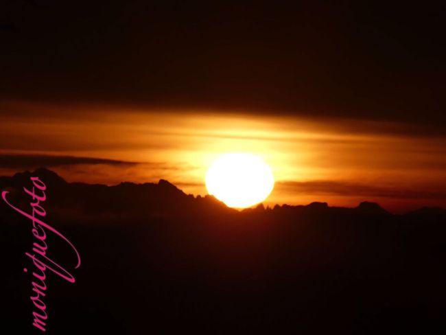 mein Ausblick heute Morgen vom Frühstückstisch aus gesehen. 💕💗 Monique52 Sonnenaufgang Südschwarzwald Alpenpanorama Hochrhein Fernsicht WT-Land Cloud - Sky Sunset Beauty In Nature