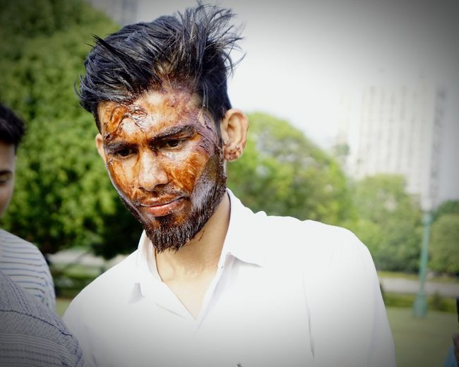 Cake Face Pack🤣 B.day Boy pic by @sknaushif Clear Sky Streetphotography Followme Like Photography Birthday Party Cake Cake Time Cake Face Chocolate White Color Handsome Boy Beardlife Street Fashion Trees And Sky Blue Sky Portrait Headshot Men Beard Mature Men Close-up Casual Clothing Sky Thoughtful Pretty Ceremonial Make-up Handsome My Best Photo