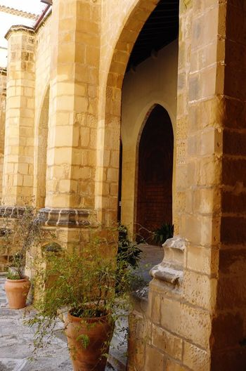 Claustro Claustro Arch Architecture Built Structure Architectural Column Water Day Outdoors