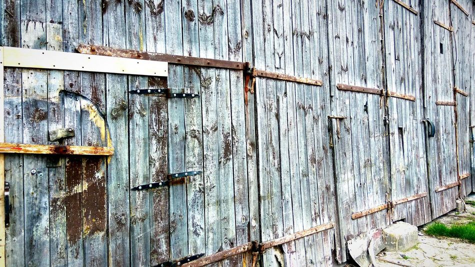 Wood - Material No People Day Outdoors Built Structure Full Frame Backgrounds Architecture Close-up Building Exterior Wood Wallpaper Barn Old Buildings Old Barn Old Barn Door Wooden Gate Masuria In Polish Masuria Mazury, Masuria, Masuren