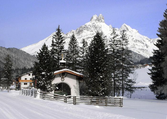 Hubertuskapelle in Filzmoos, Schnee Bischofsmütze Christmas Nature Snow ❄ Winter Mountain Sakralbau Winterlandscape