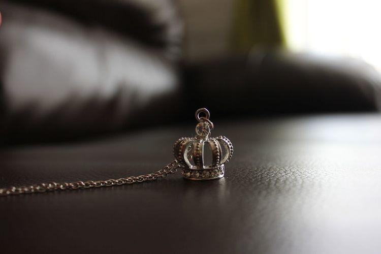 Queen Necklace Gold Taking Photos Relaxing Enjoying Life No Filter