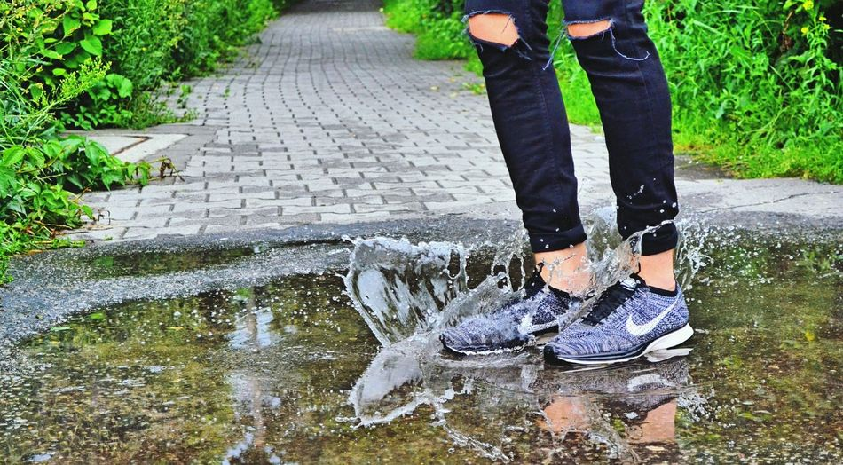 Motion Low Section Water Person Standing Casual Clothing Day Outdoors Splashing Nature Nike✔ Flyknitracer Oreo Motion Low Section Water Person Standing Fountain Casual Clothing Day Footpath Outdoors Splashing Nature
