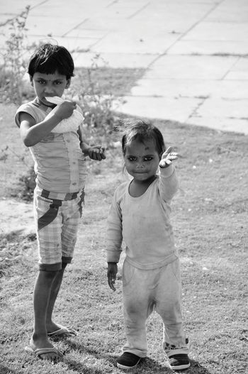 Childhood Person Playing Girls Boys Standing Innocence Children Photography Children Of The World Child Playing Waving Hand Indian Indian Girl Indianculture Indiaphotos Love Childhood Bonding Togetherness Lifestyles Elementary Age Leisure Activity Full Length Family Person