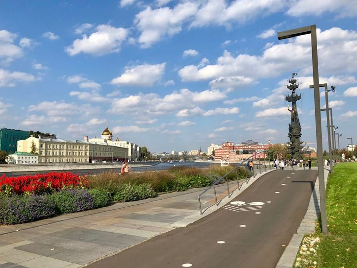 Architecture Moscow Moscow Summer Downtown Russia Built Structure City No People Building Exterior Outdoors Travel Destinations Muzeon Muzeonpark Museon Park Park - Man Made Space Street Light Street Path Pathway