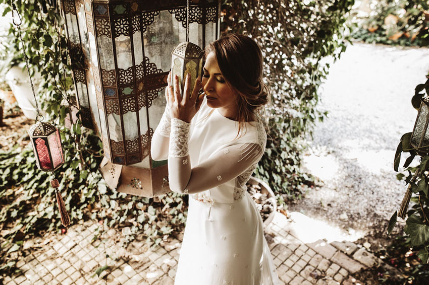 Adult Adults Only Day Lifestyles One Person One Woman Only Only Women Outdoors People Portrait Smiling Sunglasses Three Quarter Length Tree Water Young Adult