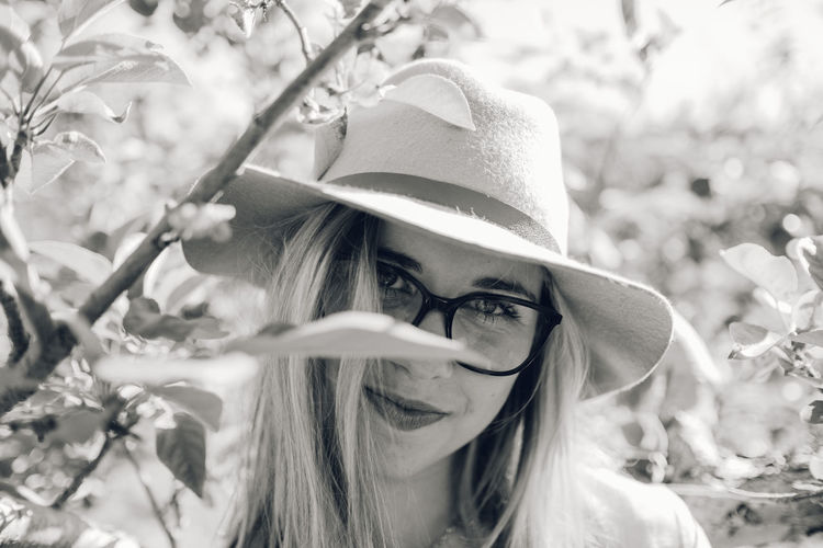 Beautiful Woman Close-up Day Eyeglasses  Focus On Foreground Headshot Leisure Activity Lifestyles Looking At Camera Nature One Person Outdoors Portrait Real People Tree Young Adult Young Women