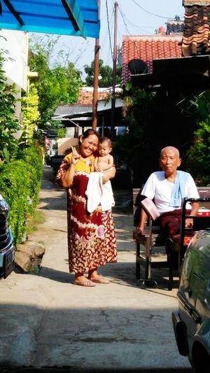 Sunbathing Jakartans ' style. in Jakarta , INDONESIA