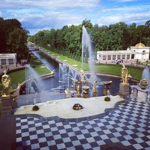 Peterhof. #russia #stpetersburg #travel #art #water