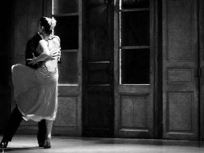 """""""Después... ¿Qué importa el después? Toda mi vida es el ayer que me detiene en el pasado. Eterna y vieja juventud que me ha dejado acobardado, como un pájaro sin luz"""" Naranjoenflor Tango Milonga Arte Art Artcamera Dancers Baile Danza Riodelaplata Music Escenariosdelmundo Stage Audiovisualuruguay Audiovisualuruguay_byn Uruguayestrella Uruguayst_america2 Igersuruguay Portadaigers Bnw Bnw_captures Amateurs_shot Amateurs_bnw Bnw Photography Bnw_planet fotografosuy bnw_demand thisisamerica oldvalues"""