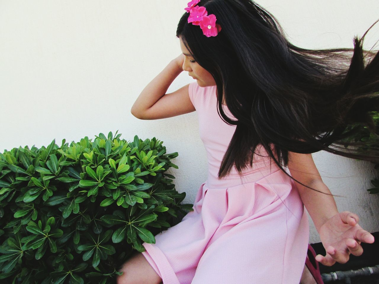 real people, one person, long hair, lifestyles, young women, young adult, plant, tensed, day, flower, indoors