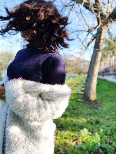 One Person Rear View Women Tree Real People Lifestyles Hairstyle Plant Hair Day Nature Clothing Casual Clothing Focus On Foreground