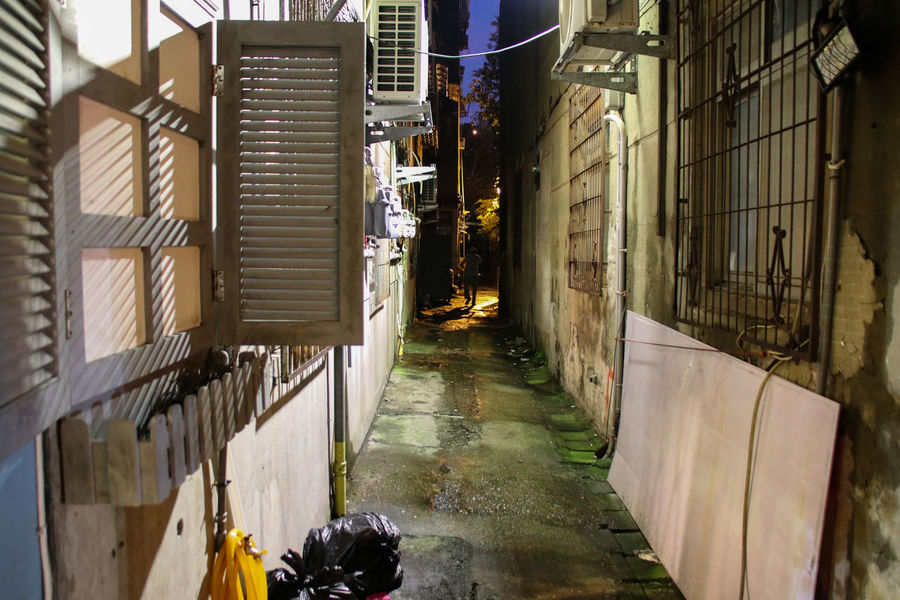 The back of the alley Alone Lost In The Landscape Alley Alley People Architecture Away Compared One Person Ono People Shadow