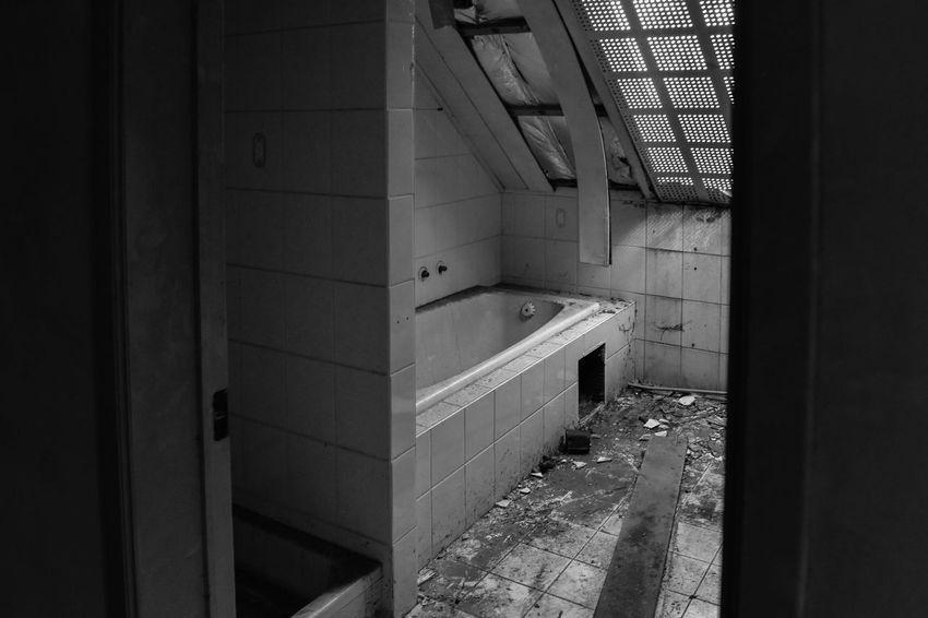Spookstad Doel, België Abandoned Places Doel België Roof Abandoned Abondoned Buildings Bathroom Building Damaged Damaged Building Day Door Entrance History Indoors  Lostplaces No People Open Streetart Streetphotography Streetstyle Window