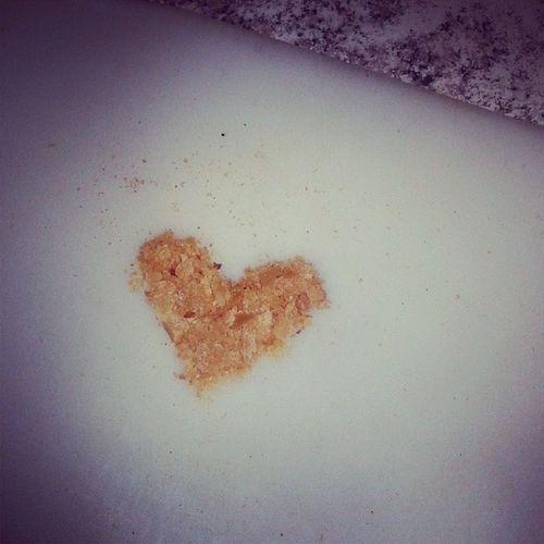 всем любви??❤ и спокойствие☝ лучшие дни впереди??? (small particles of bread)