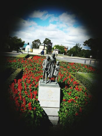 Melbourne memorial shine ! Never forget War Memorial Soldiers Forus Melbourne Statue So Crisp Poppies  Powerfull Message Check This Out Enjoying Life Young Sunny Whats Your View ? Amazing Austraillia