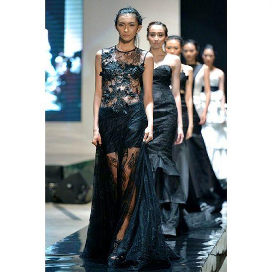 @alletsfashion Fashion Fashionshow Fashionphotography Fashionweek Pfw Glamour Catwalk Readytowear Black INDONESIA Fashionmomentum Fashionblogger Fashionmagazine INDONESIA Nikon D600 70200 Likeforlike Instafashion Models Latepost