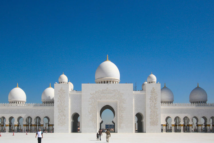 The sheikh zayed grand mosque abu dhabi with blue sky