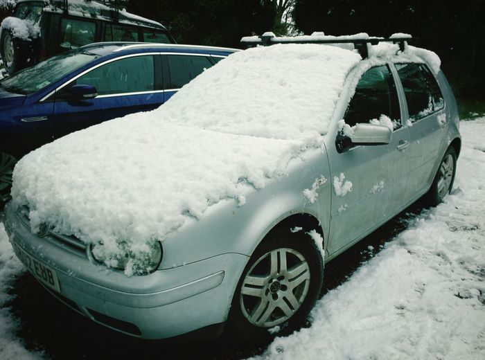 Snow Volkswagen Golf Car