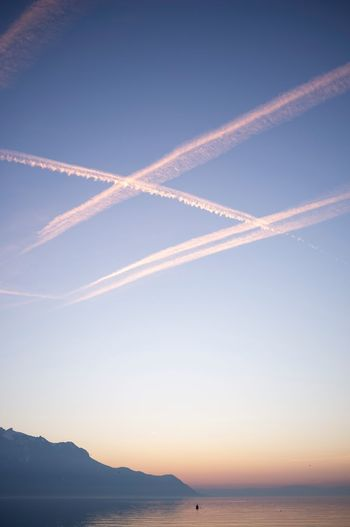 Sky Vapor Trail Cloud - Sky Beauty In Nature Scenics - Nature Nature No People Idyllic Air Vehicle Tranquility Sea Non-urban Scene Water Sunset Mountain Airplane Tranquil Scene Outdoors Plane Blue 17.62°