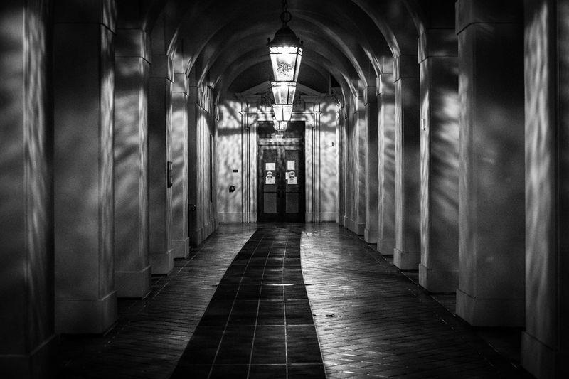 Journeying Into The Unknown. https://youtu.be/Q1kCEEioG4U Indoors  Pasadenacityhall Eyeembestshots - Black + White Streamzoofamily Taking Photos Canonphotography Canon5Dmk3 Illuminated Hallwayporn Black & White Photography