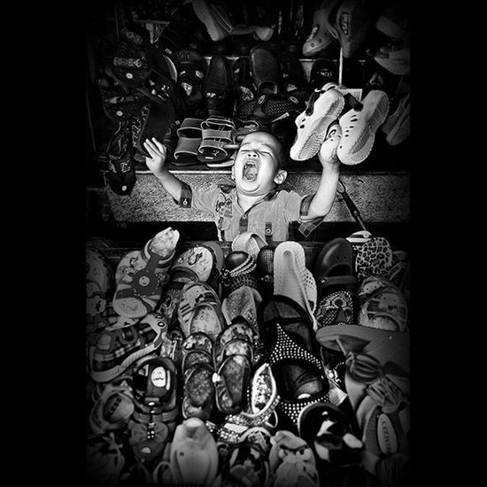 Shout it out @hipaae HIPAcontest Hipacontest_july Viewerscorner Officialtrans7 Godiscover People Wonderfullkepri Wonderfulindonesia Indonesiajuara Bestpartofindonesia IndonesiaOnly Photooftheday Thephotosociety Streetphotography Streetphoto_bw Blackandwhitephoto Bw_indonesia Artphoto_bw Insta_bnw Bnw_globe Bw Bnw_worlwide Bestshooter_bw Bw_photooftheday Monochrome