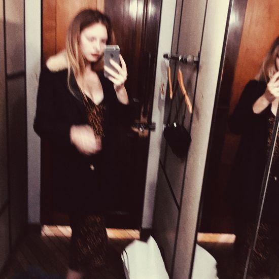 Dressdress Mirror Long Hair Casual Clothing Classy Classy Mess Dress Dressing Room