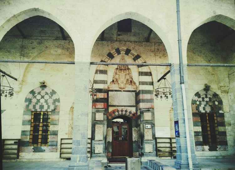 The old mosque of Şehreküstü ,Gaziantep, Turkey Islamic Architecture Mosque The Architect - 2016 EyeEm Awards Mosques Of The World Ancient Architecture Mosque Turkey Islamic Art Islamic Design Arch Architecture Dome Ancient Old Buildings Cupola Gate Door Old Light Bulbs Islam History Nostalgia Old Gaziantep Turkey