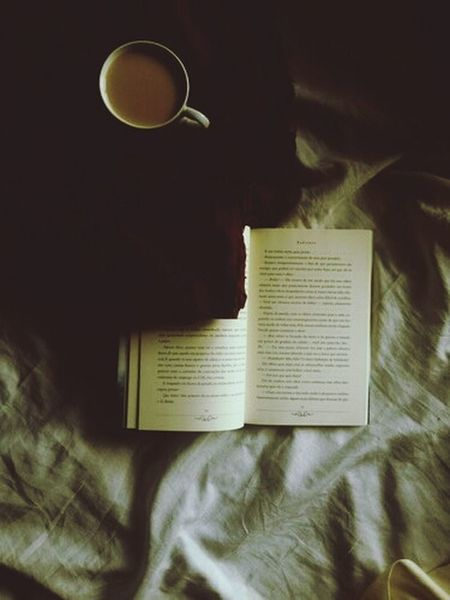 """Leggo perché la vita non mi basta."" Livingthegoodlife"