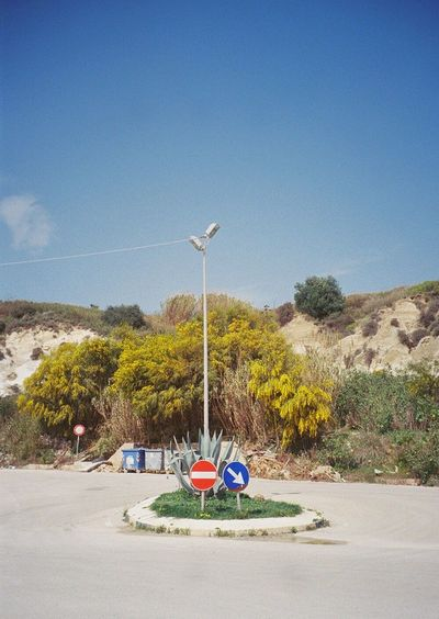 Kleine Verkehrsinsel Traffic Island Sicily The Street Photography - 2016 EyeEm Awards Film Photography Analogue Photography 35mm Filmisnotdead Colors Ontheroad Wanderlust