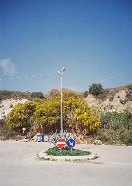 Kleine Verkehrsinsel Traffic Island Sicily The Street Photography - 2016 EyeEm Awards Film Photography Analogue Photography 35mm Filmisnotdead Colors Ontheroad Wanderlust