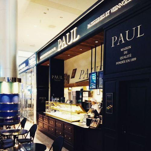 Paul in dubai airport
