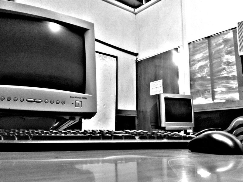 Computacion ✖ 📷 Indoors  Technology No People Computer Built Structure Architecture Day Computing Mouse Click Mouse Keyboard Computers EyeEm Capture The Moment EyeEmNewHere EyeEm Best Shots TheWeekOnEyeEM Capture Blackandwhite Blackandwhite Photography Focusing Amazing EyeEmBestPics Scenics Tranquility