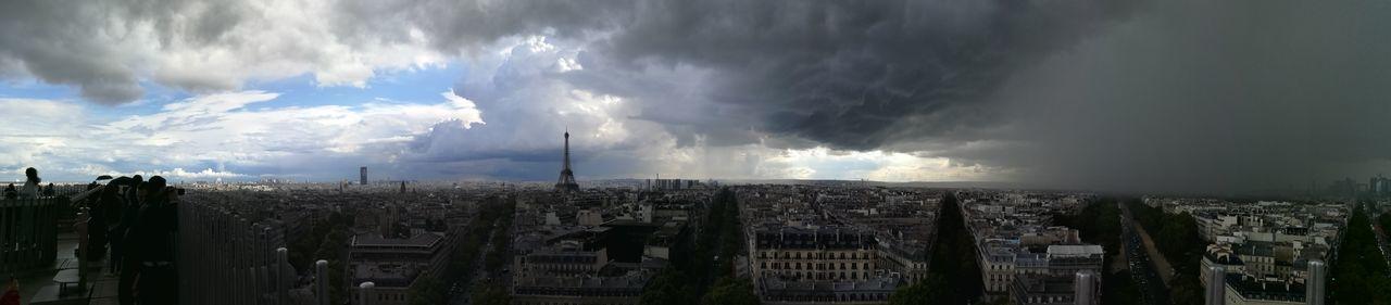 Sur Les Toits De Paris. Paris ❤ Dramatic Sky Sky City Power In Nature Panoramique Est La Vue Lifestyles LoveLife❤️ My Style ❤ A L'ombre D'un Souvenir