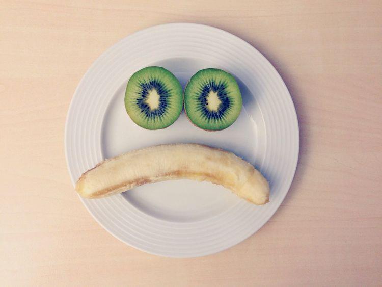 MHD abgelaufen Ttip Stop TTIP Fruits Fruit Kiwi Kiwifruit Banana Minions Plate Table Healthy Healthy Food Healthy Eating Wellness Unhealthy Haltbarkeitsdatum EyeEm Best Shots Conceptual Green Bio Vegan Vegan Food Foodporn Diet Fitness
