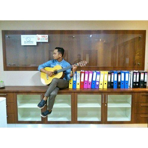 Good morning universe.. Wahyusyn Mellowdramaccousticclassic Yamaha Classic guitar