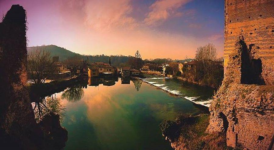 Borghetto Maststyle Mincio Earthpix Wildandfree River Goodfeelings Goodvibes Italy Italianstyle Nature Natura Fugadallacittá Storia Borghiditalia @awesomedreamplaces
