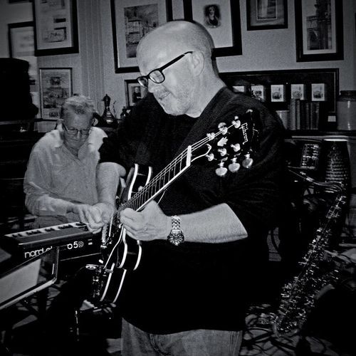 Me! Rubbing some funk on it!! 😋 Blues Relaxing Chicago Blues Blues Music Chicago