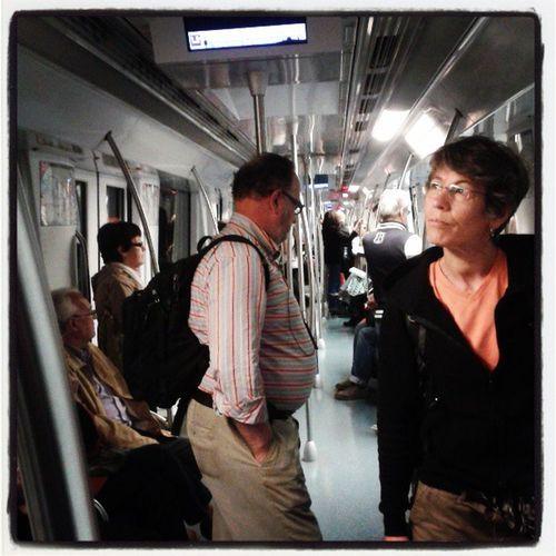 Aturat al Metro de Bcn , a Tetuan, on no es pot fer transbord enlloc. La meitat dels llums apagats i tot. Indignant FaréTard AiQuinaPena