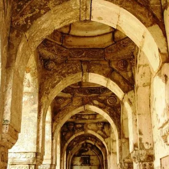 The archway to the Jami Masjid in Chapaner. Indianhistory Incredibleindiaofficial Indianarchitecture Incredibleindia india worldheritagesite worldheritage wanderlust travelbug travel gujarat