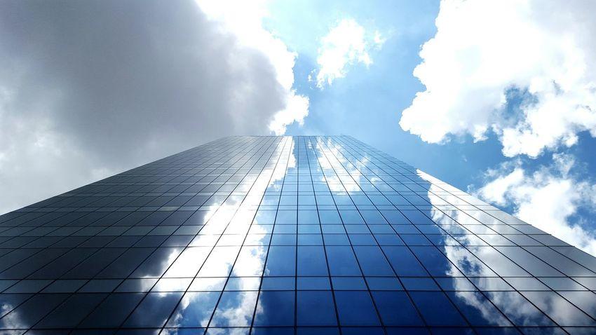 The sky is not our limit, we are design to achive the infiniteness of it | El cielo no es nuestro límite, estamos diseñados para alcanzar su infinidad. Sky Sky And Clouds Skyscraper Skylovers