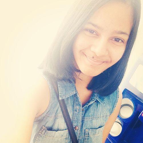Selfie Shorthair Smile No Makeup