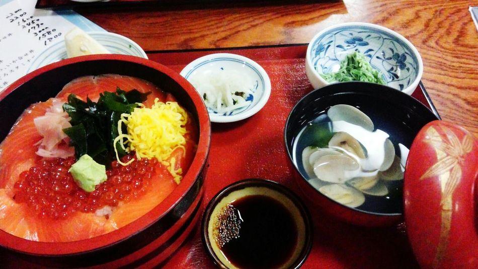 大洗で食べたサーモンいくら丼! Japan 大洗 すし Sushi Salmon Sashimi Food And Drink Ready-to-eat Food Indoors  Freshness Table Plate