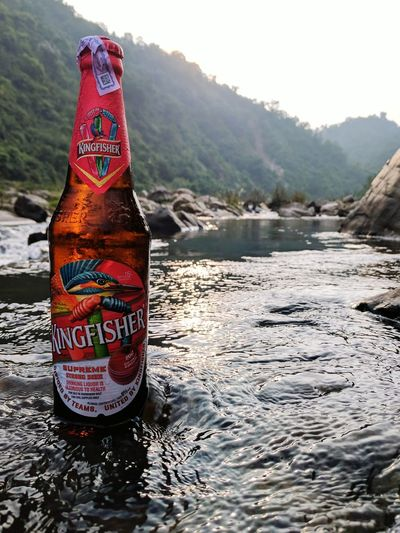 When nature is the only help you can get to freeze a bottle of beer. Kingfisher Kingfisher Over Water Beer Beer Bottle Beerlife Nature Outdoors Outdoor Photography Outdoor Life Nature Photography Nature Beauty Hangouts  Teampixel