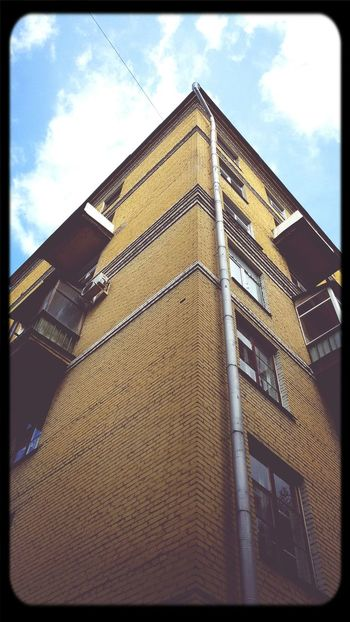 Building Brick Houses Rainwater Pipe Windows