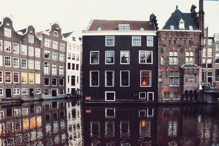 When in Amsterdam... Built Structure Eye4photography  EyeEm Gallery Reflection Reflections In The Water Amsterdamcity Amsterdam Canal Canal Architecture_collection EyeEm Cityscape Windows City Window Residential Building Sky Architecture Building Exterior Built Structure Townhouse Tiled Roof  Old Town Detached House Housing Settlement Place Of Interest Residential District Settlement Residential Structure Cityscape TOWNSCAPE