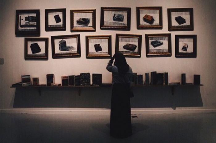 Hijabi Model Museum Portrait Art Islam Muslim