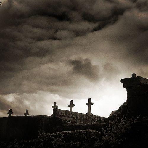 Cimitero verso santiago CaminodeSantiago Darkscene Goticscene Cemetery Stephenking Cemeteryweather Horror Bnwitalian  Excellent_bnw Ig_worldbnw Vivobnw Ig_biancoenero Igcemetery Igcaminodesantiago Photosoftheday
