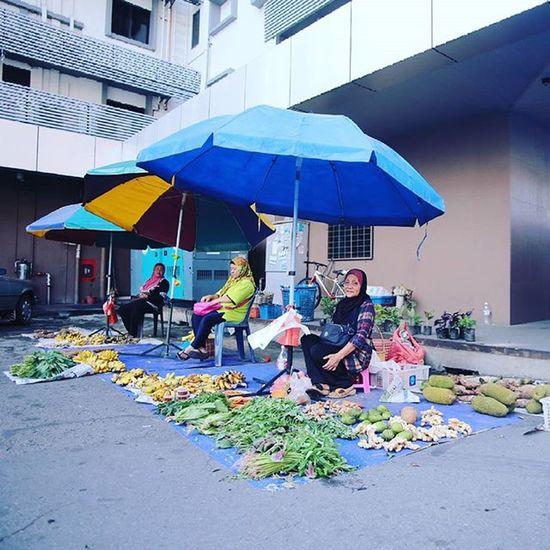 Fruit and Vegetable Seller Gaya Street - Kota Kinabalu , Sabah Gayastreet Kotakinabalu Sabah Negeribawahbayu Tourism Malaysia Reflexsology Market Pasar Vscomalaysia Vscography VSCO Fresh Fruit Vegetable